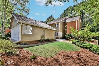 Roswell Single Family Home For Sale: 2690 Camden Glen Ct