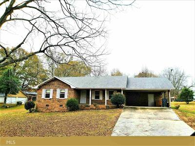 Fairburn Single Family Home Under Contract: 215 Fayetteville Rd