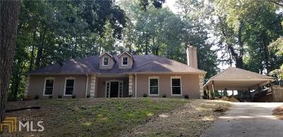 Buford Single Family Home For Sale: 114 Stonehedge