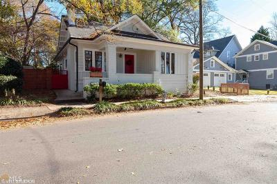 Single Family Home For Sale: 985 NE Barnett St
