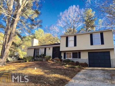 Roswell Single Family Home For Sale: 745 Lakestone Ct