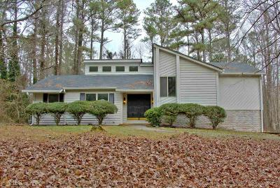 Fayetteville Single Family Home Under Contract: 220 Devilla Trce