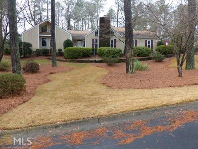 Roswell Single Family Home For Sale: 220 N Talbot Ct