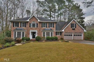 Roswell Single Family Home Under Contract: 3905 Glenraven Ct