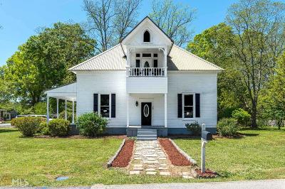 Hampton Single Family Home Under Contract: 33 W Main St