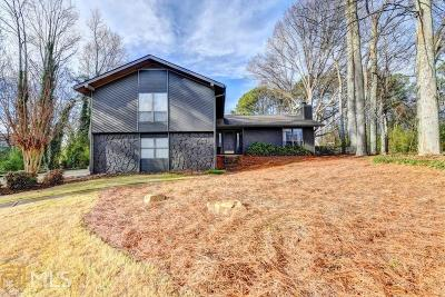 Roswell Single Family Home Under Contract: 205 Thistlewood Ln