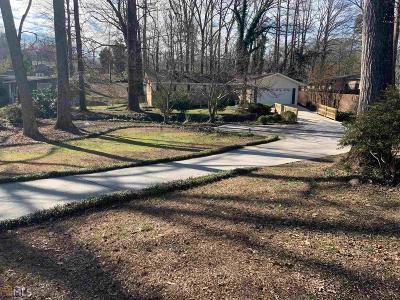 Marietta Single Family Home Under Contract: 2610 SW Flintlock Ln