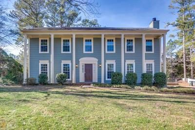 Roswell Single Family Home Under Contract: 670 Barrington Way