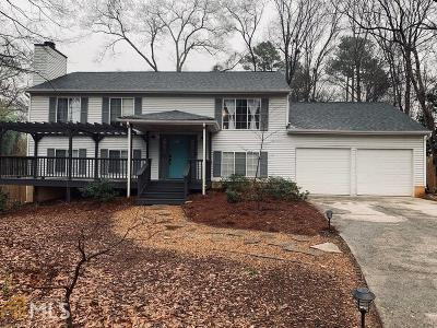 Roswell Single Family Home Under Contract: 370 Roswell Farms Rd
