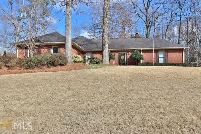 Roswell Single Family Home Under Contract: 895 Ferncroft Ct