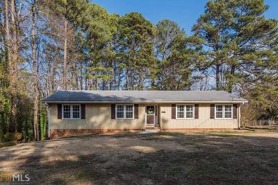 Woodstock Single Family Home Under Contract: 1015 Castlewood Dr