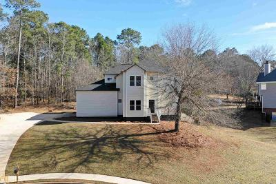 Conyers Single Family Home New: 1423 SE Picketts Ct