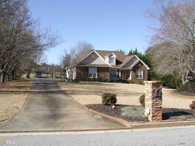 Fayette County Single Family Home New: 100 Castle Hill