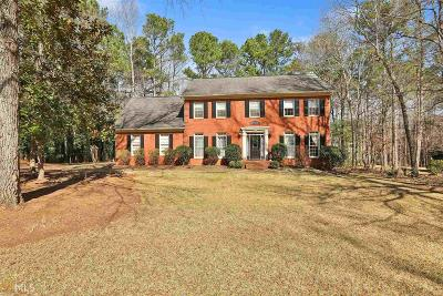 Peachtree City Single Family Home For Sale: 304 Cumberland Ct