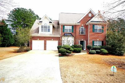 Suwanee Single Family Home For Sale: 4023 Suwanee Place Dr