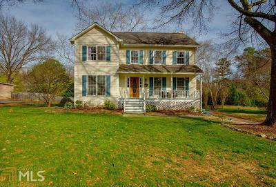 Snellville Single Family Home Under Contract: 2462 Meadowglen Trl