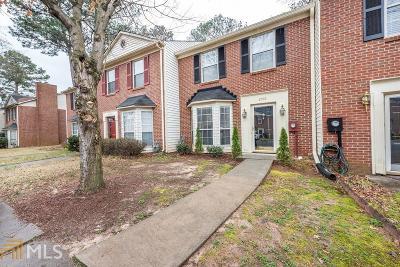 Smyrna Condo/Townhouse Under Contract: 2976 Lexington Trce
