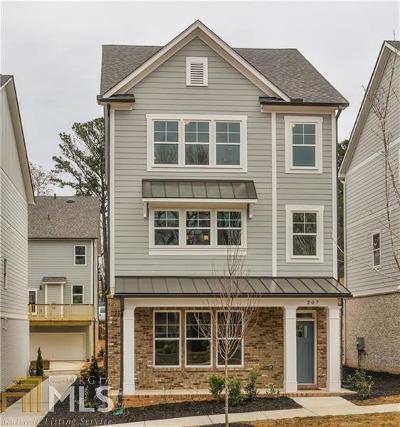 Single Family Home New: 305 Southpark Ln