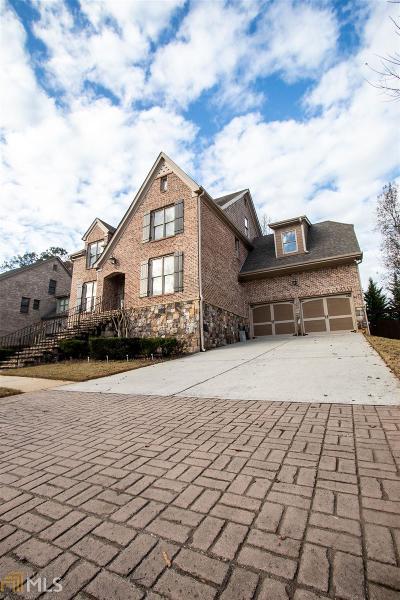 Single Family Home Under Contract: 163 Concord Close