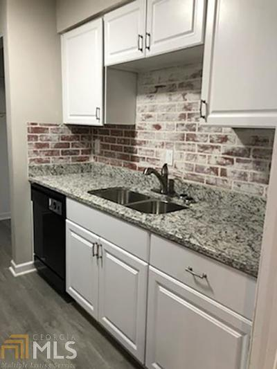 Lithonia Condo/Townhouse For Sale: 131 Rue Fontaine
