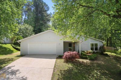 Roswell Single Family Home Under Contract: 655 Lake Forest Ct