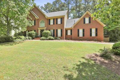 Peachtree City Single Family Home For Sale: 121 Colonnade Dr