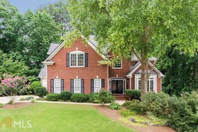 Roswell Single Family Home For Sale: 330 Wilde Green Dr