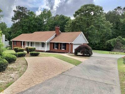 Stockbridge Single Family Home For Sale: 205 Dewinter Ct