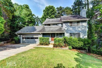 Roswell Single Family Home For Sale: 8070 Meadowsweet Trce