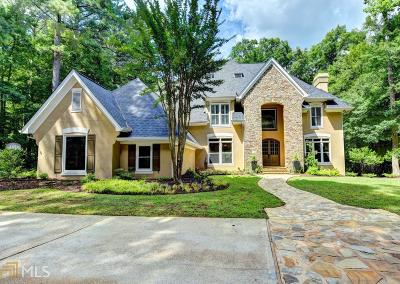 Johns Creek Single Family Home For Sale: 915 Hillsleigh Rd