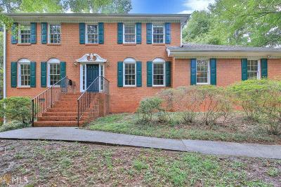 Lilburn Single Family Home For Sale: 656 E Riverbend Dr