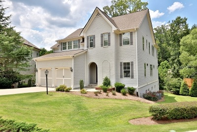 Suwanee Single Family Home For Sale: 3205 Camellia Ln