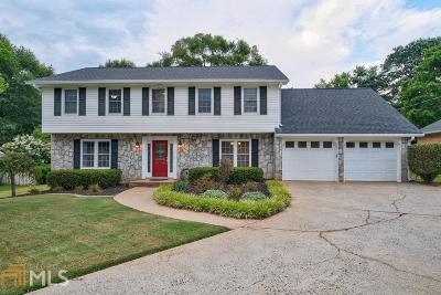 Roswell Single Family Home For Sale: 340 Meadowood Dr