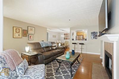 Vinings Condo/Townhouse For Sale: 2830 Vinings Central Dr #144