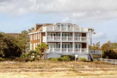 East Beach Single Family Home For Sale: 11 Sunrise Way