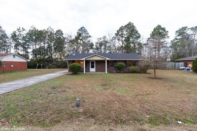 Hinesville Single Family Home For Sale: 1095 Live Oak Drive