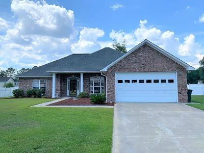 Hinesville Single Family Home For Sale: 715 English Oak Drive