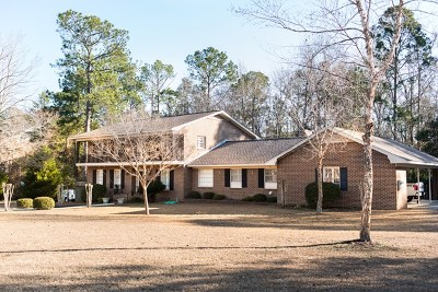 Single Family Home For Sale: 210 Plantation Dr