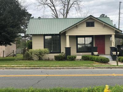 Single Family Home For Sale: 3825 Jamestown Rd