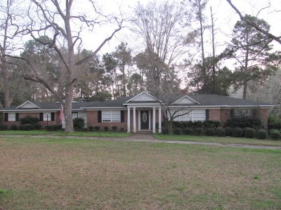 Ocilla, Irwinville, Chula, Wray , Abbeville, Fitzgerald, Mystic, Ashburn, Sycamore, Rebecca Single Family Home For Sale: 948 W Roanoke Drive Extension