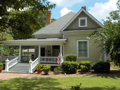 Brookfield, Chula, Tifton, Irwinville, Omega, Poulan, Sycamore, Sumner, Ty Ty, Ashburn, Rebecca Single Family Home For Sale: 807 N Ridge Avenue