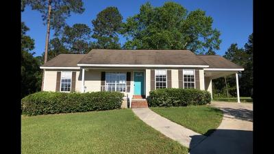 Single Family Home For Sale: 144 Trace Ln