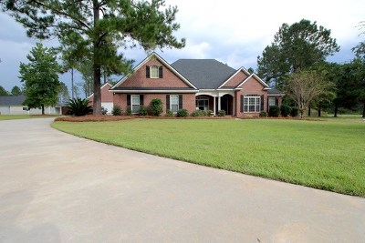Lowndes County Single Family Home For Sale: 7352 Twisted Oak Circle