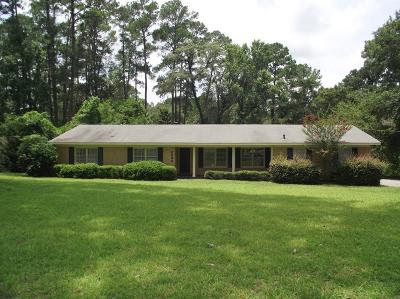 Single Family Home For Sale: 2402 Pinecliff