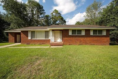 Single Family Home For Sale: 702 Maplewood Dr.
