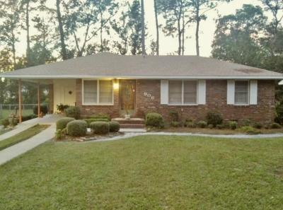 Single Family Home For Sale: 906 Bunche