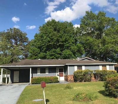 Single Family Home For Sale: 1611 Charter Oaks