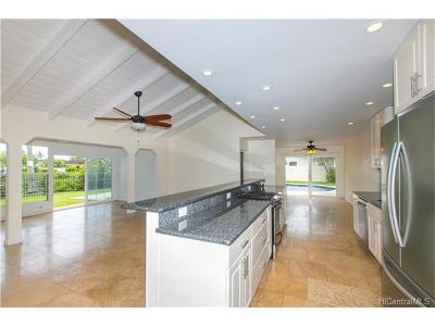 Single Family Home For Sale: 661 Akoakoa Street