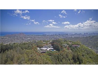 Single Family Home In Escrow Showing: 5017 Maunalani Circle
