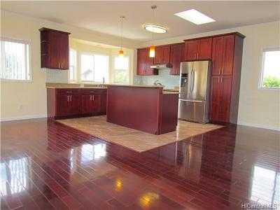 Single Family Home In Escrow Showing: 836b 11th Avenue